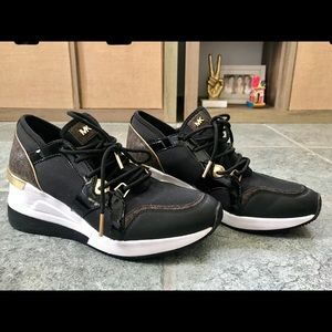New pair of MK sneakers